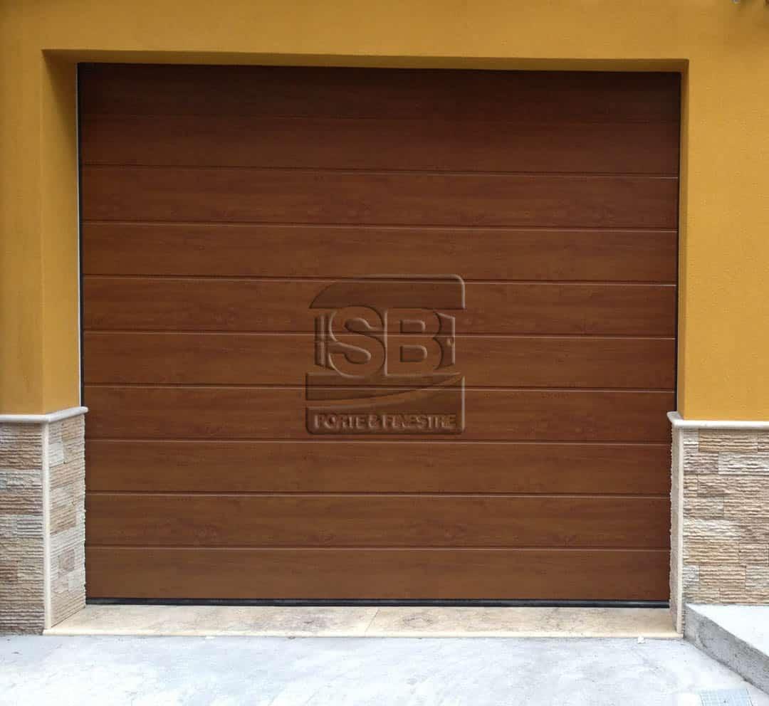 Un modello di porte garage sezionali