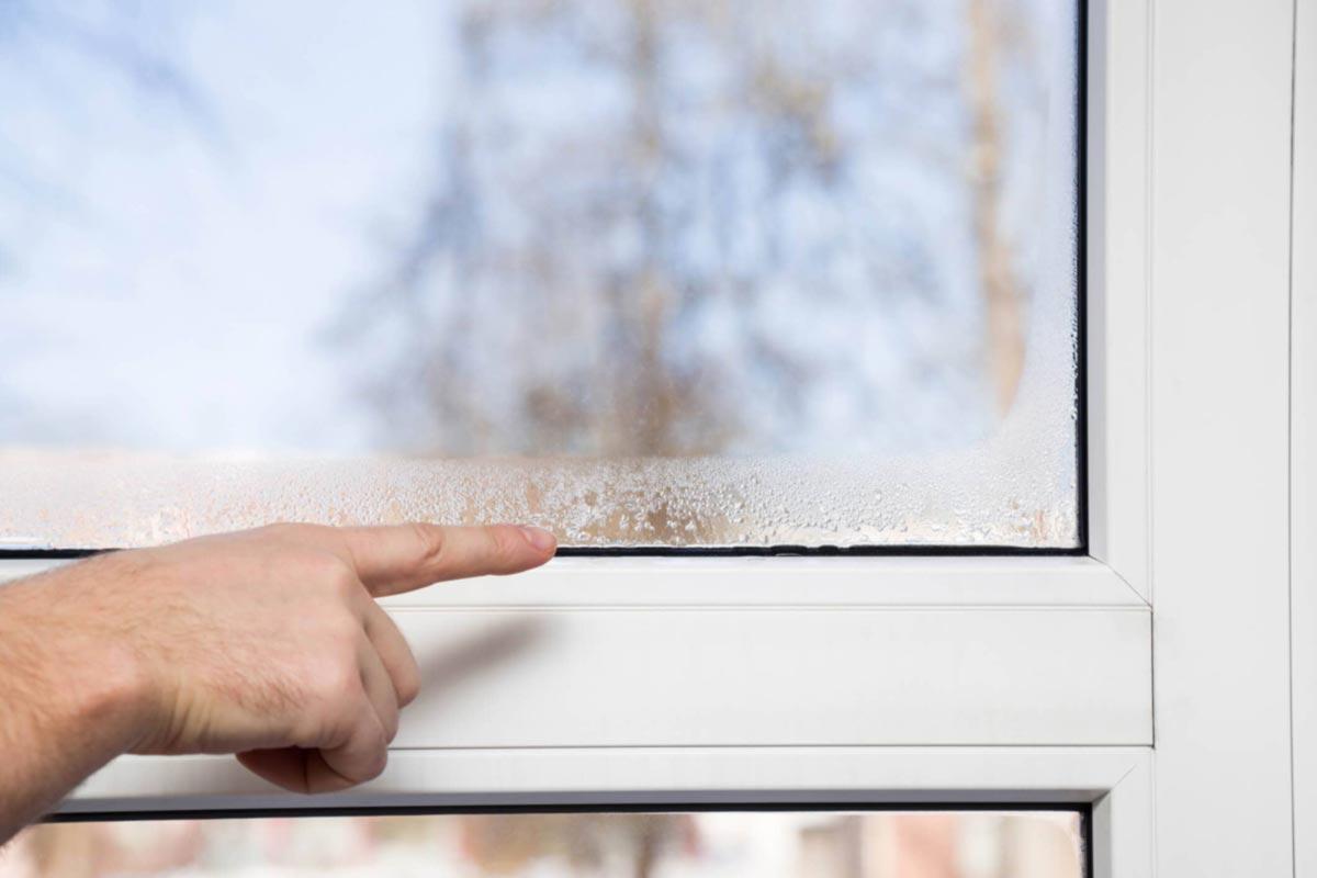 Condensa sui vetri delle finestre