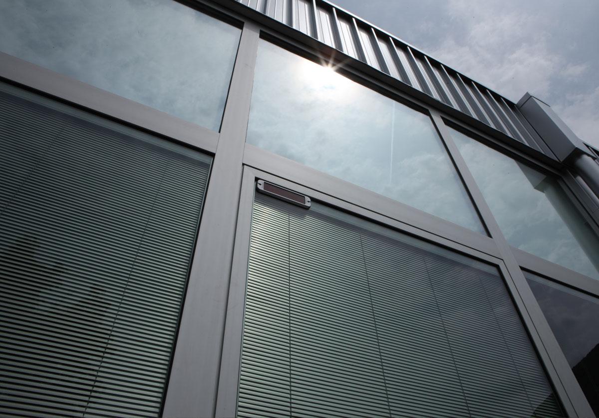 Finestre Con Veneziane Incorporate Prezzi veneziane interno vetro per infissi? quello che devi sapere.